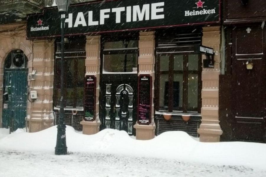 HALFTIME Pub