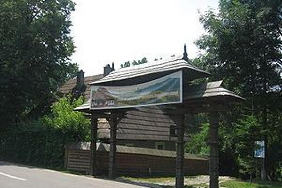 Intrarea in Muzeul Satului Bucovinean