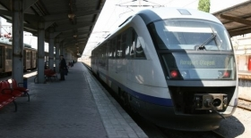 Trenul de Otopeni: luni incep lucrarile la podul feroviar. Pasagerii, sfatuiti sa vina cu autobuzul la aeroport