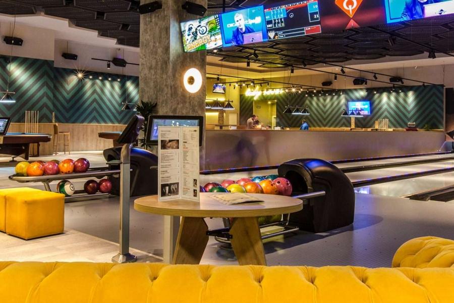 trickSHOT Bowling/Restaurant MEGA MALL